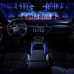 Audi e-tron quattro mit Ambiente-Licht in blau.