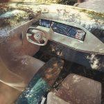 """Interieur des BMW Vision iNext mit zwei Bildschirmen (ohne Touch hinter dem Lenkrad und Touchscreen rechts) und Mittelkonsole aus Holz mit Bedienfeld """"shy technology""""."""
