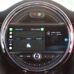 Apple CarPlay im Vollbild. Ab iOS-Version 12 lässt sich WhatsApp nutzen und somit Nachrichten diktieren. Leider gibt es bei MINI kein Pendant (z.B. Android Auto) für Android-Nutzer!