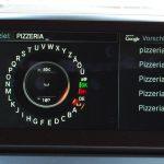 """Sonderziele mittels Google-Suche direkt im BMW-Navi suchen. Nur verfügbar für Abonnenten des """"BMW Connected Plus Package""""."""