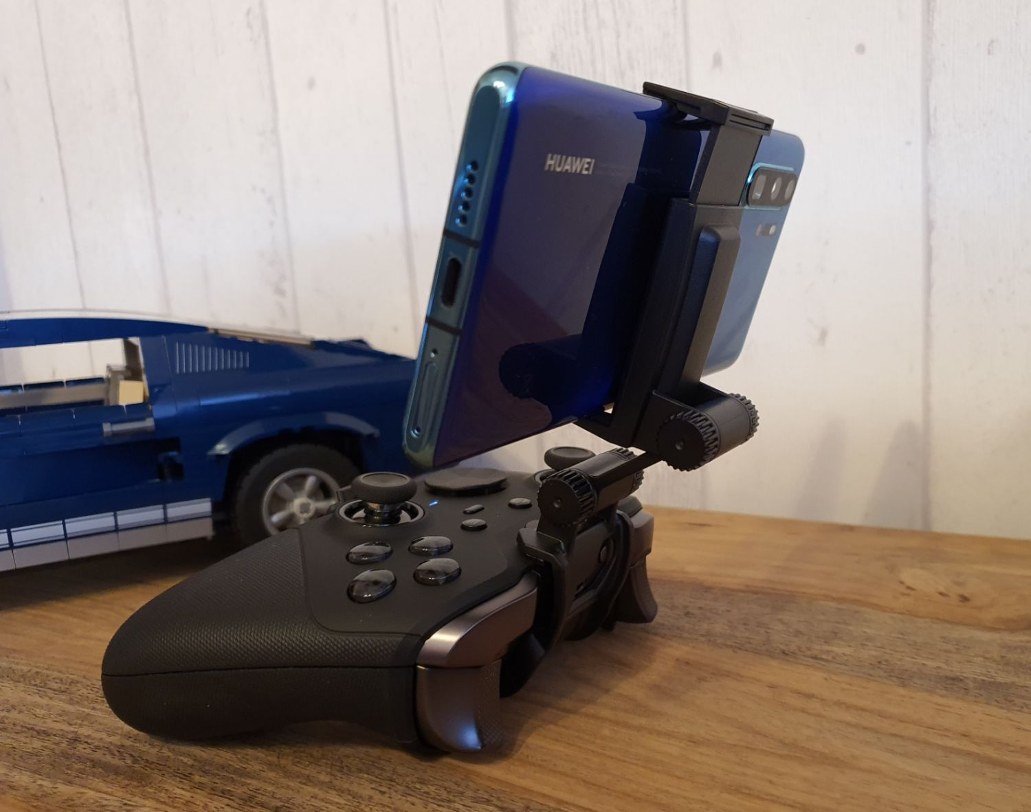 Moga Mobile Gaming Clip