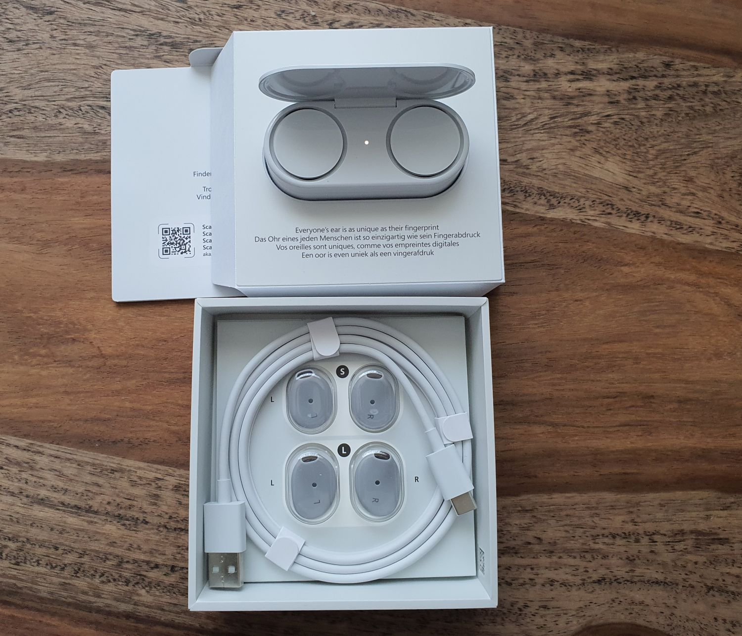 Scope of delivery of the Surface Earbuds