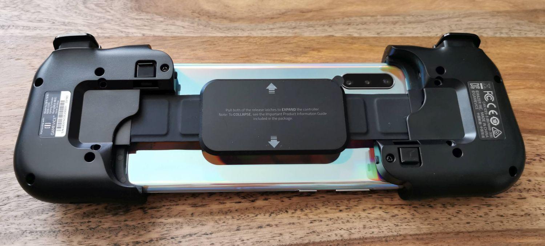 Razer Kishi mit eingelegtem Smartphone