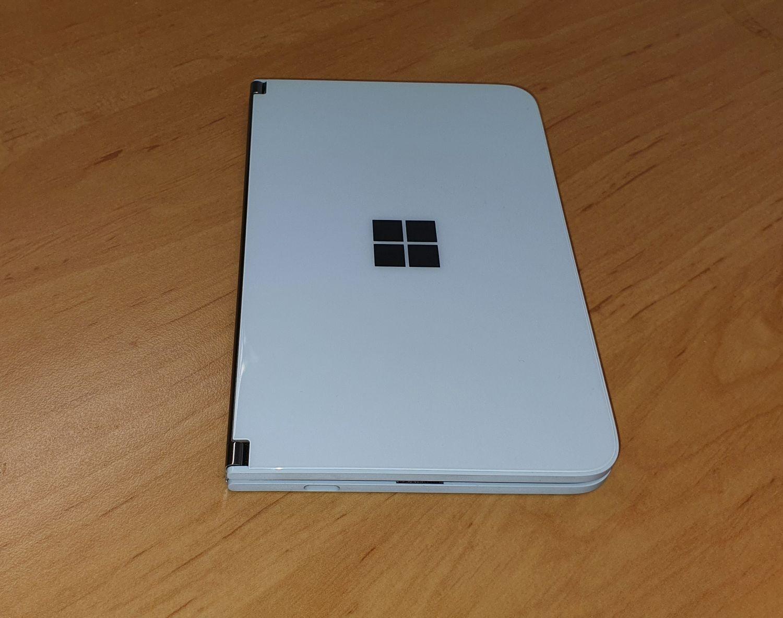 Surface Duo zugeklappt