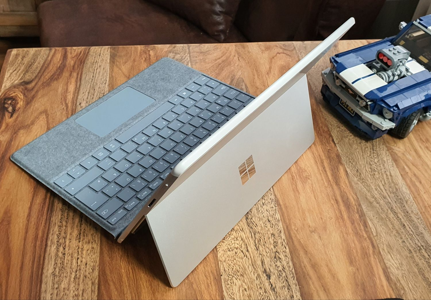 Surface Pro X in Platin