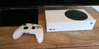 Xbox Series S aufgestellt