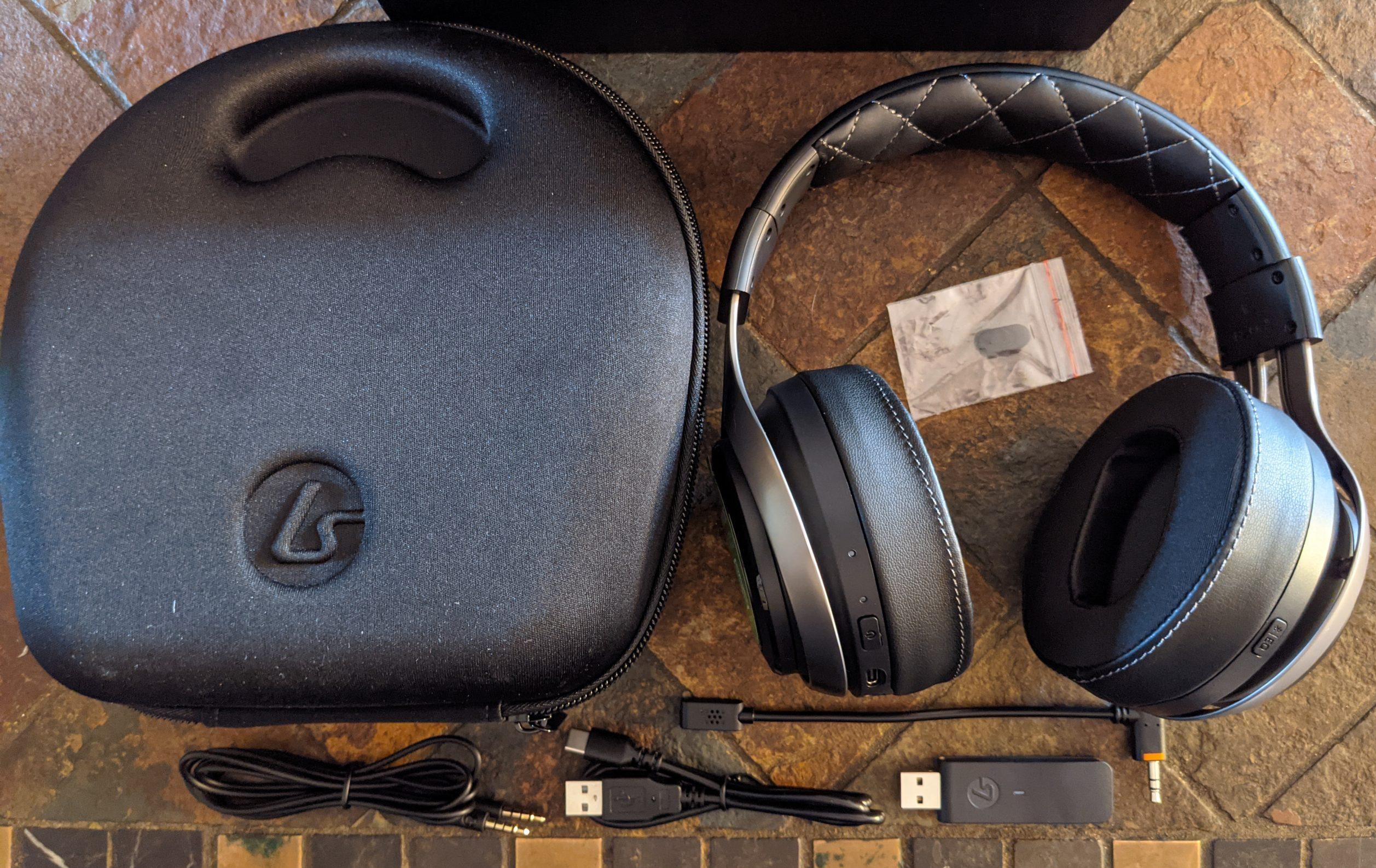 LucidSound LS50X Headset mit Etui und Zubehör