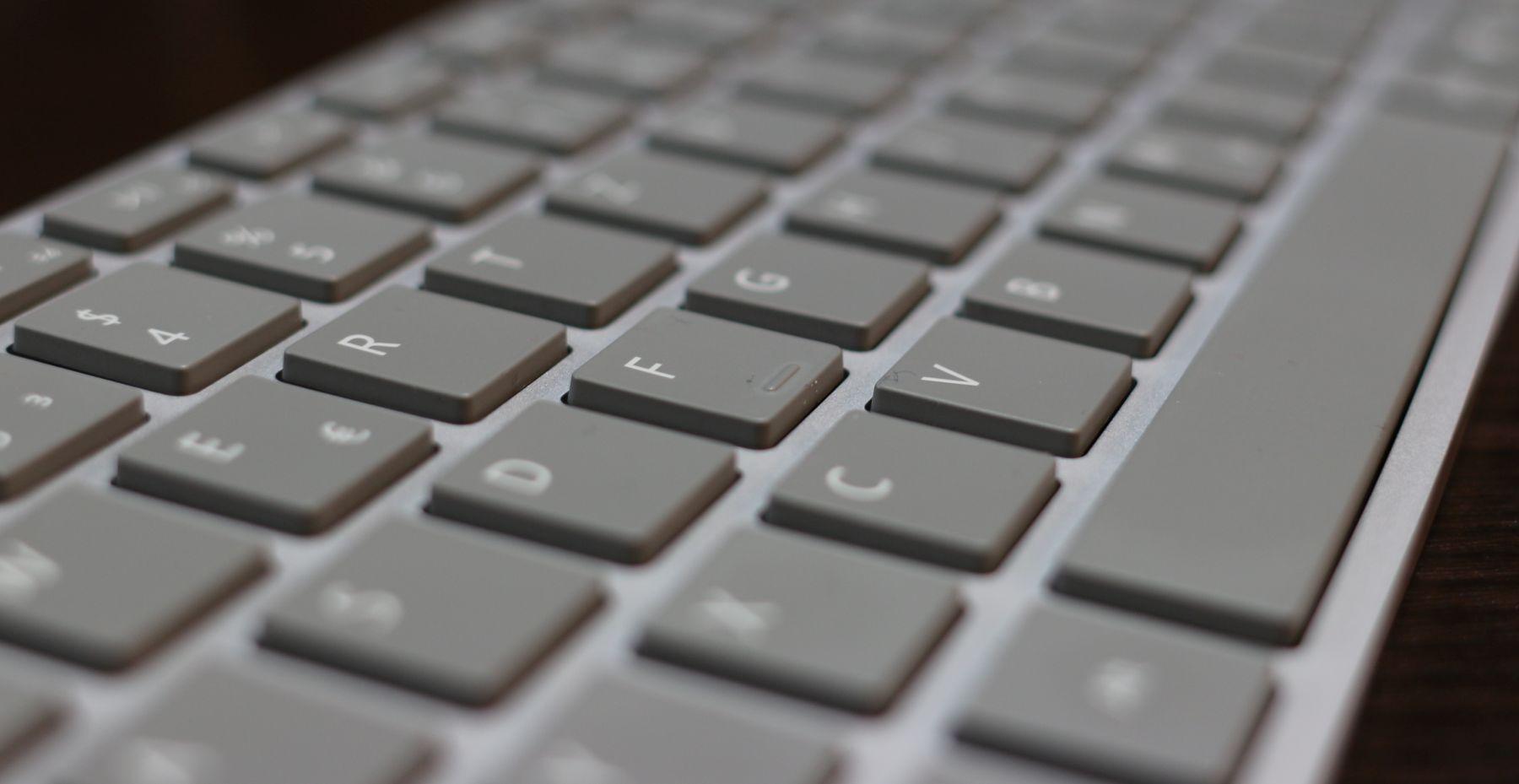 das surface keyboard im test der neue favorit auf meinem schreibtisch aber dr windows. Black Bedroom Furniture Sets. Home Design Ideas